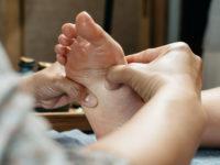Hallux valgus: des chaussures pour le supporter